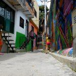 Kinder spielen in der Comuna 13