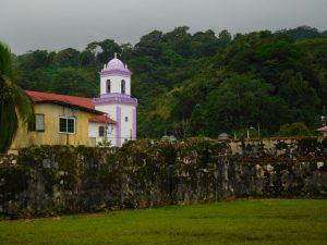 nur die Kirche strahlt in Portobelo