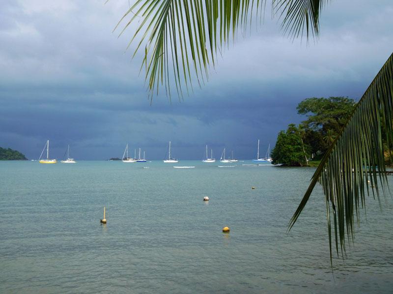 Puerto Lindo Ankerbucht mit Regenfront