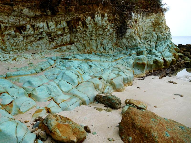 Steinküste in türkis