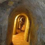 durch ein Tunnelsystem