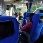 Bus mit eigenem Fernseher und Filmen auf englisch