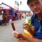 Snack - fette Wurst am Stiel plus Arepa