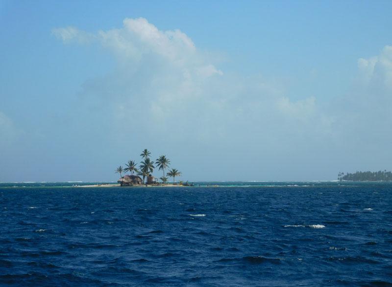 Unterwegs kommen wir an unendlichen Inseln vorbei