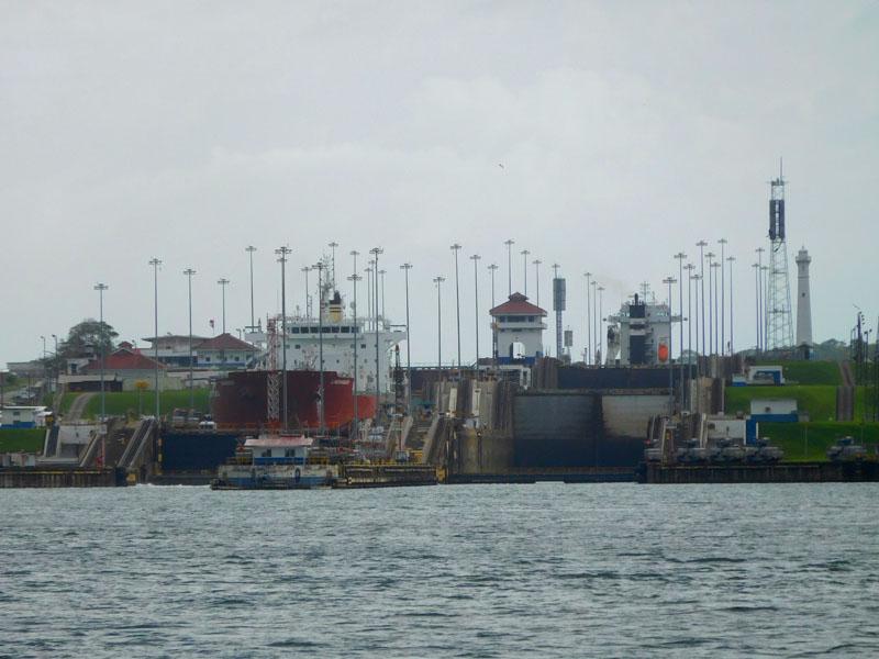 Die beiden alten Altlantik-Schleusen vom Atlantik aus gesehen