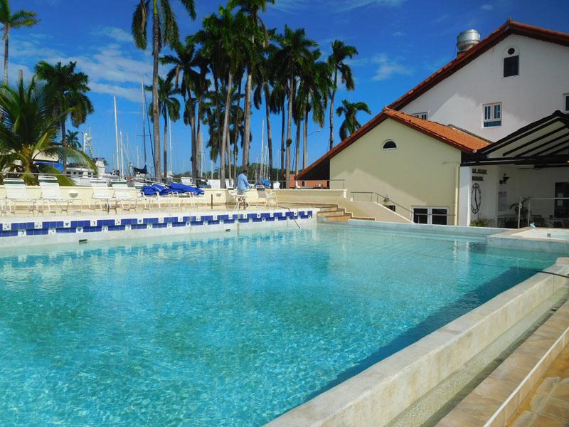 Pool in der Marina