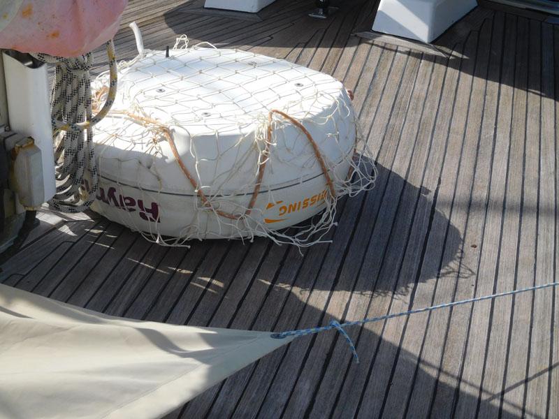 Radar-Dom abgelassen an Deck
