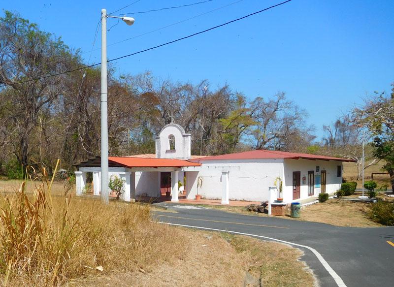 Kirche und Schule in einem Gebäude für knapp 300 Einwohner