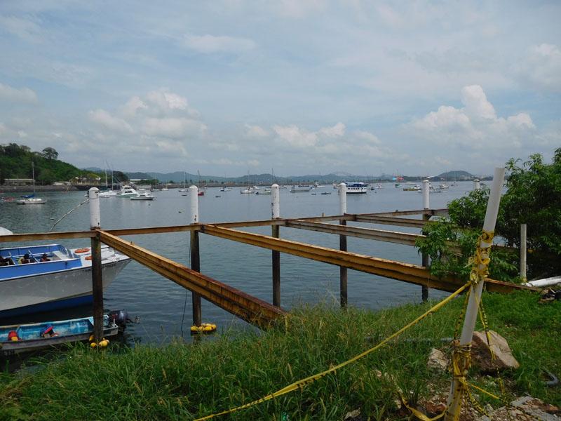 Ankerfeld mit öffentlichem Dinghy-Dock im Vordergrund