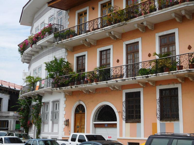 Wohnungen mit Meerblick - jetzt leider auf die Umgehungsstraße