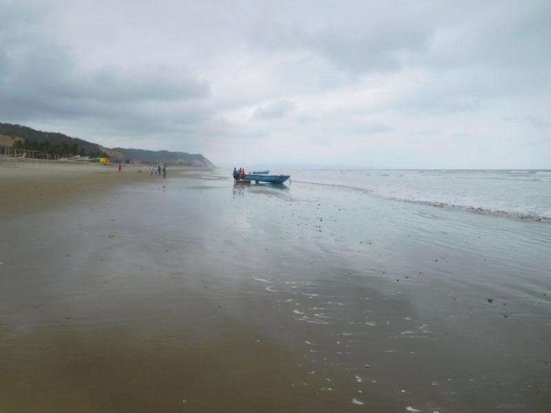 Morgens gehört der Strand noch den Fischern