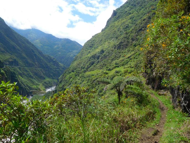 An dem steilen Hang vor uns führt der weitere Weg lang
