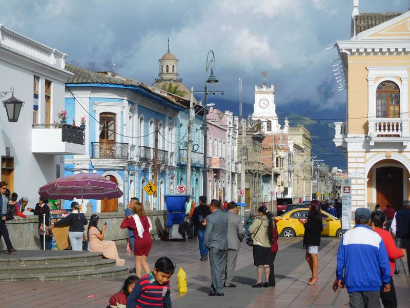 Lebendiges Riobamba am Tage