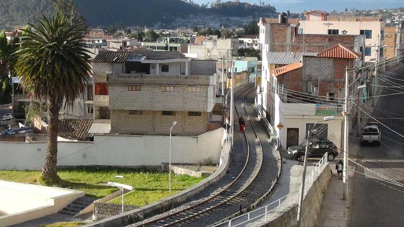 Otavalo ist so gemütlich, dass man auf den Schienen spazieren gehen kann