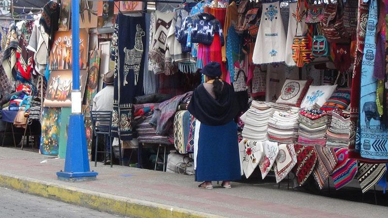 Wollmarkt auf dem Plaza de Poncho