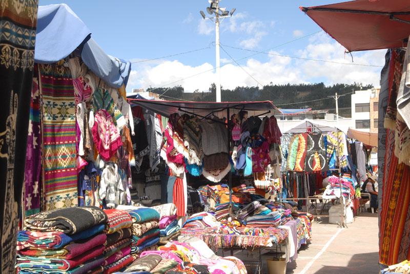 Nicht nur Ware für Touristen, in den Hostals finden sich genau diese Decken auf den Betten