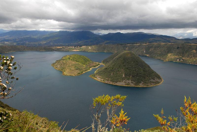 Cuicotcha-Lagune mit den zwei Inseln
