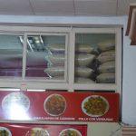 man achte auf die Mengen an Reis-Vorrat
