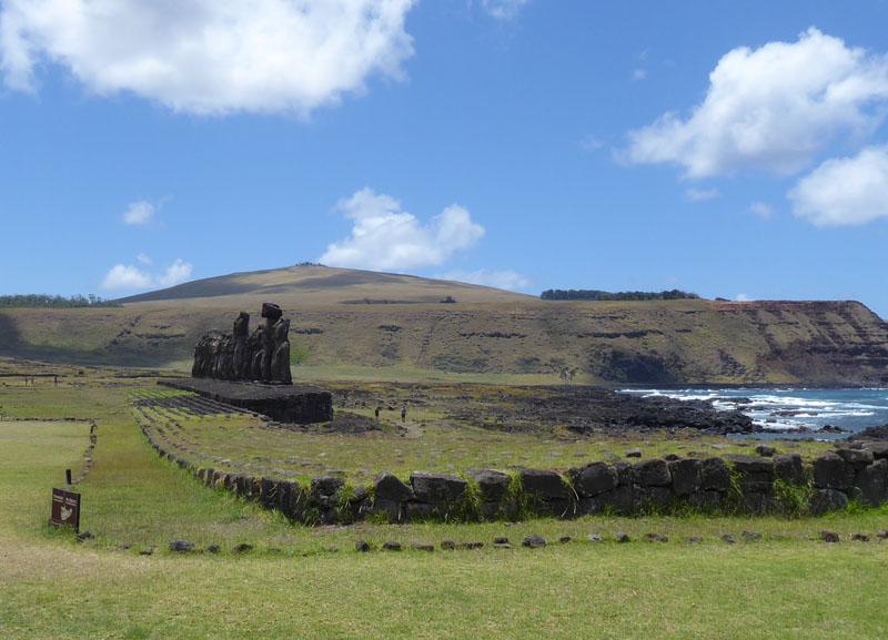 Auf allen Ahu schauen die Moai nicht aufs Meer sondern senden ihr Mana in Richtung Land
