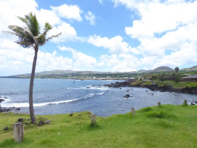 Lava-Küste um die ganze Insel