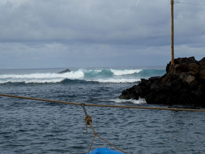 Wellen in der Hafeneinfahrt