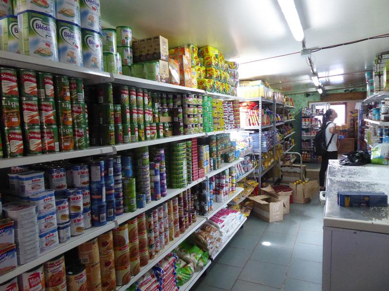 Garantiert Grünzeug frei Zone - die Läden in Rikitea