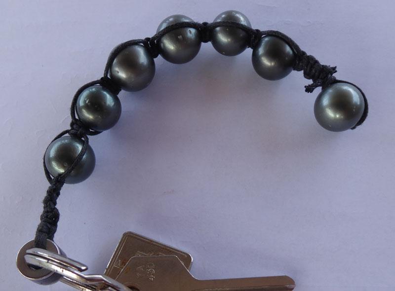 Schlüsselanhänger aus schwarzen Perlen